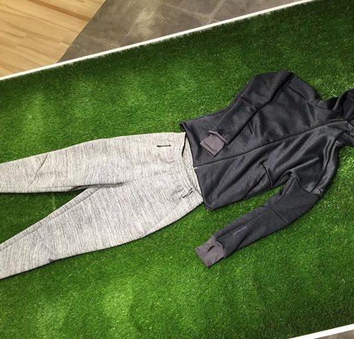 おはようございます︎ ASSなんばCITY店です! 本日はadidasの大人気ウェア・Z.N.E.フーディーシリーズをご紹介します! ジムなどの移動着はもちろん、普段着のしても使ってもらえます☆ トップスは内側がボアになっているので、今の寒い季節にオススメの1着です︎ *TOPS Z.N.E. CHフーディー S94831 *PANTS Z.N.E. ロードトリップパンツ S98386