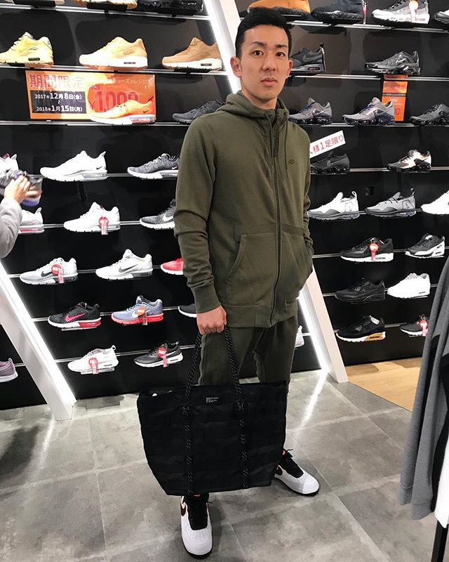 .<br /> こんにちは☻<br /> ABC-MART SPORTSキャナルシティ店です!<br /> AIR FORCE 1&#039;07 LV8から新しい顔ぶれが登場!!<br /> .<br /> NIKE<br /> AIR FORCE 1&#039;07 LV8<br /> 823511-104<br /> ¥12,000+TAX<br /> .<br /> M AF1フレンチテリーフルジップ<br /> 925439-325<br /> ¥6,300+TAX<br /> .<br /> M AF1フレンチテリージョガーパンツ<br /> 925445-325<br /> ¥5,600+TAX<br /> .<br /> イケてるAF1コーデ!!<br /> .