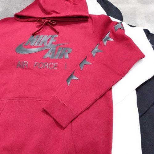 . こんにちは🌝 ABC-MART SPORTSららぽーと豊洲店です! . . 本日はNIKEから新作ウェアのご紹介です . フロント面にあしらった 大胆なNIKE SBロゴはラバーワッペンを使用! 裏地は起毛素材を採用し保温性に優れており 袖、裾は伸縮性のあるリブ仕様 フロントポケットもついており、 フードはドローコードで調節可能な一着 . . 是非こちら店頭にてお試しください𖤐 . 892419-010,100,677 ¥8,000+tax . . .