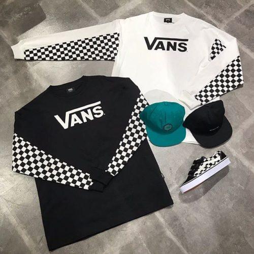 こんにちは♀️ . ABC-MART SPORTSなんばCITY店です . VANSウェアより新作のご紹介です . 胸にはシンプルなVANSロゴ、両腕の内側にのみチェッカー柄が施された、 一味違ったデザインのロンTが登場 同じデザインのTシャツVer.もございます️ . 是非店頭でご覧くださいませ . . Checker Sleeve L/S T-Shirt →¥5800+tax . WILLITS VINTAGE UNSTRUCTURED →¥4000+tax . VANS CURVED BILL JOCKEY →¥4000+tax . OLD SKOOL EZ DX →¥7500+tax . .