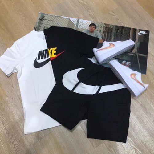 こんにちは ABC-MART SPORTSイオンモール伊丹店です . 今回はナイキウェアとナイキシューズより新作商品をご紹介致します . . 夏のマストアイテム半袖Tシャツセットアップでございます . Tシャツは、爽やかなホワイトやクールなブラックがございます! . シューズは待望のAIR FORCE1の新色です! NIKEの薄いオレンジのマークがワンポイントとしてとてもオシャレに履くことができます🧡 . . 店頭にてご試着してみてくださいませ . M フューチュラアイコン シャツ ¥3,000+tax M フレンチテリー ショートパンツ ¥6,500+tax AIR FORCE 1'07 LV8 ¥11,000+tax . .
