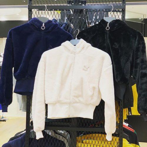 こんにちは️️ ABC-MART SPORTS ピエリ守山店です😎 本日は、PUMAの新作ウェアをご紹介します 今回のPUMAは見た目が可愛い 手触りフワフワ💭のパーカーです♀️♀️ カラーは3色️ どのカラーも取り入れやすく、 ボトムスはスカートでもデニムでもキュートに決まります 短めの丈でスタイルアップも間違いなし♀️♀️ ・ ・ 是非店頭にてご覧ください 皆様のご来店お待ちしております ・ ・ ・ PUMA W WINTER C FZ HOODIE 597870 ¥8,500(in tax)