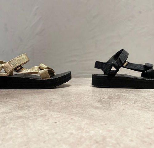 こんにちは、ABC-MART SPORTS札幌ステラプレイス店です。 本日ご紹介するのは、夏の足元にオススメの… TEVA MIDFORM UNIVERSAL です! 厚さ3cmのソールのインパクトのある厚底ヒールで仕上げたデザイン、調節可能なストラップが足をしっかりホールドし衝撃を緩和するEVAフォームの軽量ミッドソールにより履き心地も快適、ソックス&サンダルコーディネートにもぴったりの一足です◎ 夏の足元のアクセントに如何でしょうか? 店頭にてスタッフ一同お待ちしております。 TEVA W's MIDFORM UNIVERSAL blk ¥7,800+tax W's MIDFORM UNIVERSAL mtc ¥7,800+tax