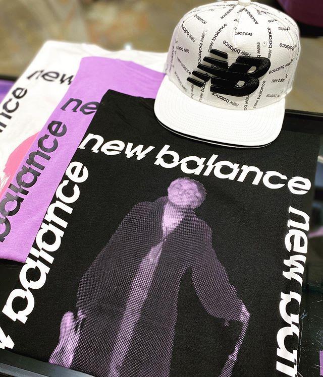 """こんにちは<br /> ABC-MART SPORTS<br /> ららぽーと新三郷店です<br /> ・<br /> ・<br /> 今回はnew balanceウェアから<br /> 新作商品をご紹介致します︎<br /> ・<br /> MローファイグラニーSS Tシャツ<br /> ¥3600+tax<br /> ・<br /> ・<br /> NBの広告アーカイブである""""グランマ""""を背中にプリントしたTシャツ。<br /> 配色のカラー使いがトレンド感を演出。<br /> ゆったりとしたリラックスフィット。<br /> 夏場の1枚に最適のアイテム️<br /> ・<br /> ・<br /> 店舗によりお取り扱いのない場合がございますので予めご了承下さい。<br /> ・<br /> スタッフ一同心よりご来店お待ちしております♀️♀️"""