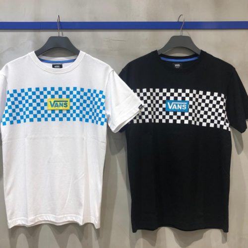 ・ こんにちは! ・ ABC-MART SPORTS 熊本鶴屋New-S店です ・ ・ 本日はVANSのTシャツとショルダーバッグのご紹介です ・ ・ Tシャツは胸元の差し色が夏らしいカラーでデザインされているため、これからの季節にピッタリです♀️ ・ またちょっとしたお出かけに便利なBAG!!1つ持っておくだけでどんな場面でも使用できます🤗 シンプルなBLACK/WHITEを使っているのでどんなコーデにも合わせやすくなっています ・ ・ 気になった方は是非、お近くのABC-MART SPORTSまでお越し下さい! ・ ・ VANSウェア 【VANS EMBOSS LOGO S/S TEE】 BLACK/WHITE ¥4500+tax VANSバッグ 【STREET READY CROSSBODY】 BLACK-WHITE CHECK/BLACK ¥4000+tax ・ girls