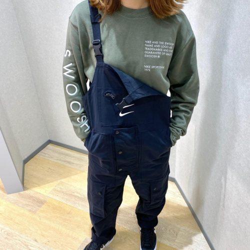 こんにちは🙂 ABCーMART SPORTS ゆめタウン広島店です🏻♀️  本日は先日アップした『NIKE』ウェアのご紹介です!  メンズのサイズ展開ですが、パンツ部分が細身なので 女性の方でも気軽に着ることができます🧚♀️🧚♀️   パンツは着回しが可能で、肩紐で吊ったり パンツとして着用が可能でオシャレが楽しめます🥳  是非店頭にてお試しください🤗 スタッフ一同お待ちしております🏻♀️   AS M NSW SWOOSH クルースウェット CU3907 380TWLYMH/WHITE 611031ー0002 ¥8,000+tax  AS M NSW SWOOSH オーバーオール CU3897 010BLACK/WHITE 611030ー0001 ¥14,000+tax