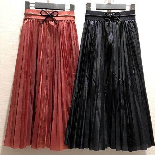 こんにちは!. . ABC-MART SPORTS MARK IS 福岡ももち店です︎. . ・ 本日は、NIKEウェアから秋らしいスカートを. ご紹介致します♀️. . ブラウンっぽいカラーとシックなBLACKの2色です️. 少し光沢感があり上品さと高級感が スカートとタイツを合わせても可愛いですよ〜️ ・ NIKEウェア DC6093 AS W NSW SKIRT IC 010BLACK/BLACK 652CLSTRD/CLSTR ¥9000+tax . ・ ぜひ店頭でご覧、お試しください! ご来店お待ちしております️ ・ ・