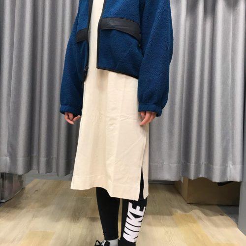 こんにちは ABC-MART SPORTS イオンモール旭川西店です! 朝晩の気温差が大きく肌寒くなって参りました。。。 そんな中、本日はこの季節にピッタリのNIKE新作ウェアのご紹介です! 短めの丈感と長めの袖が可愛いJKTと長袖トップスのカジュアルさとおしゃれなドレスを組み合わせたアイテムとなっております その他、新作商品も続々入荷しておりますので店頭にて是非お試し下さい♪ 御来店をお待ちしております。 AS W NSW JKT SHERPA IC DC6096 460VLRNBL/VLRNB ¥13.000+tax AS W NSW DRESS LS JRSY CU6635 140OATML/OATML ¥8.000 W AIR MAX 90 DB9578 001BLK/MGLD ¥12.000