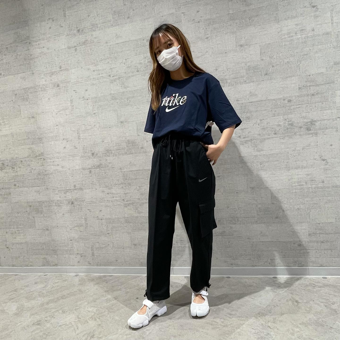 .<br /> こんにちは!<br /> ABC-MART川崎DICE店です!<br /> .<br /> 本日はNIKEからNEWアイテムのご紹介です!<br /> .<br /> tops: AS W NSW TEE<br /> DD1457 / 451OBSIDN<br /> ¥3.850(tax in)<br /> .<br /> pants: AS W NSW ICN <br /> CZ9331 / 010BLK/DKSKGY <br /> ¥9.900(tax in)<br /> .<br /> shoes: W AIR RIFT BR<br /> 848386 /001BLK/CGRY <br /> ¥10.450(tax in)<br /> .<br /> サマーアイテム続々と入荷しております!<br /> 是非店頭でお試し下さい!<br /> スタッフ一同心より<br /> ご来店お待ちしております♂️♀️<br /> .