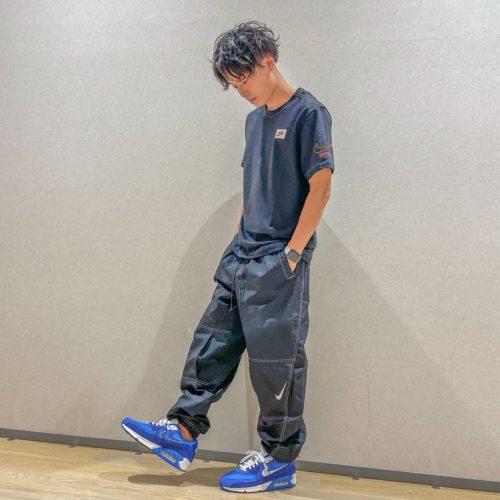 """こんばんは ららぽーと名古屋店です 本日はNIKEの新作のご紹介です︎ Tシャツのステッチがカラフルなので、 どんな色の靴にも合わせられますね パンツは実はレディースですが、 男性でも問題なく履けちゃいます︎ 腰履きもハイウエストもできて撥水も付いてる優れもの 今年はnikeのロゴマーク、SWOOSHが50周年を迎えました︎ 皆さんも是非""""first use""""コレクションを着て、 nikeをお祝いしましょう size XL / 620301-0001 ¥3,850 size L / 620275-0001 ¥9,900 airmax90 se / 620476-0002 ¥14,300 (身長170cm)"""